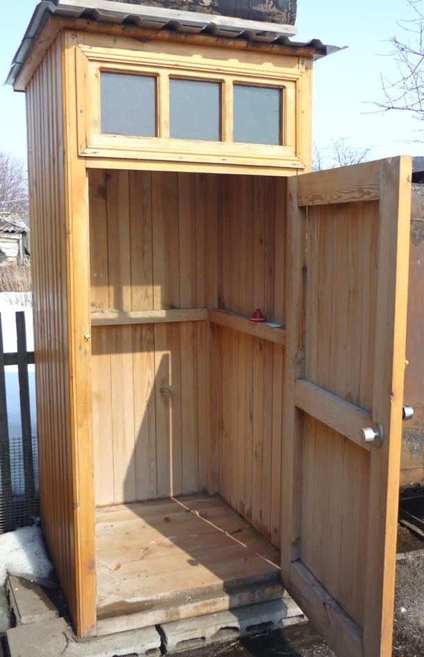 Душевая кабина для дачи из дерева